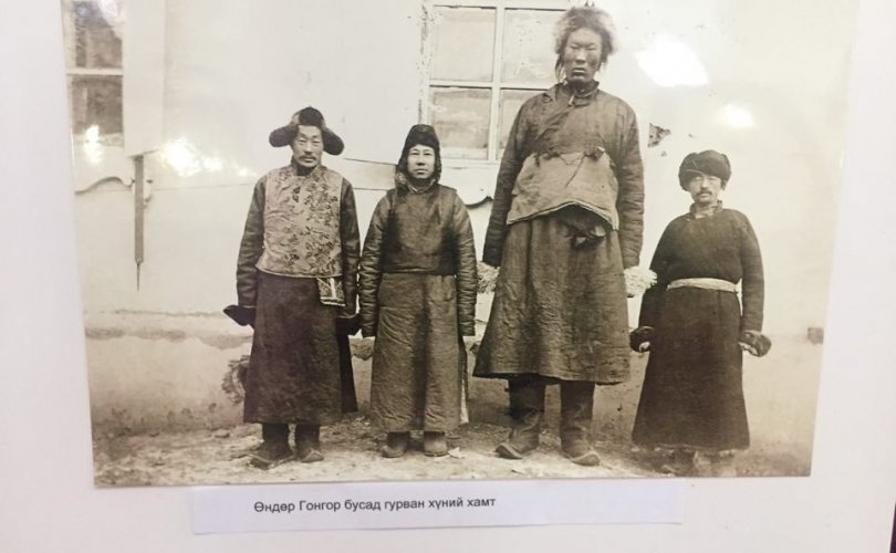 Нэгэн зууны өмнөх Монгол герман аялагчийн дуранд