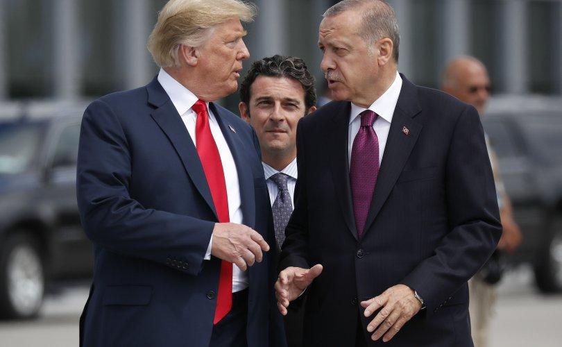 Трамп Туркийн эдийн засгийг сүйрүүлнэ хэмээн сүрдүүлэв