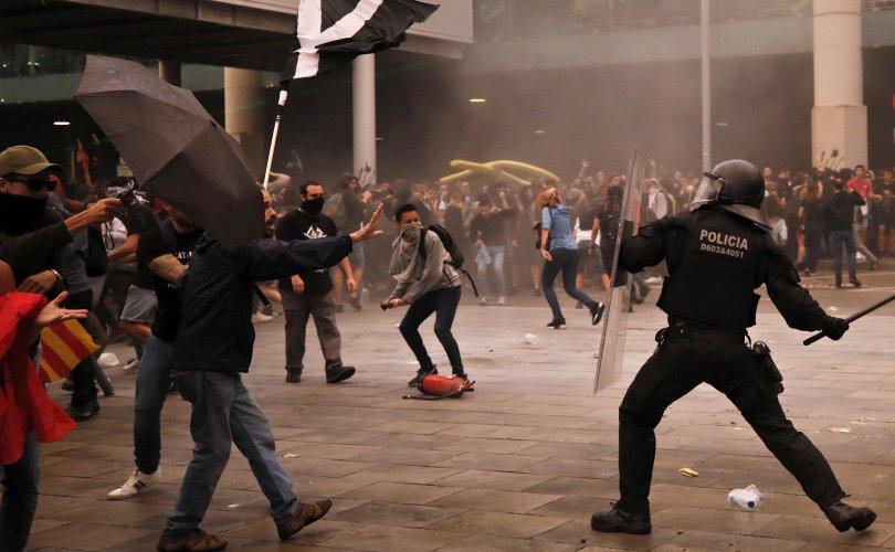 Испанид тусгаар тогтнолын төлөө тэмцэгчид үймээн дэгдээв