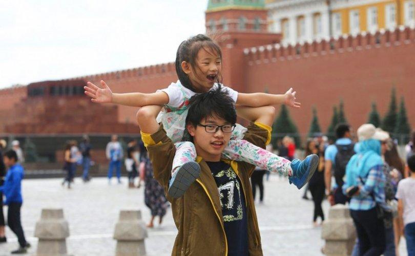 Оросууд Хятадад элэгтэй, АНУ-д дургүй
