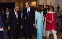 Их Британийн ханхүү эхнэрийнхээ хамт Пакистанд айлчлав