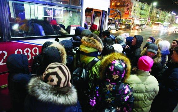Урагшлах бус ухарч буй нийтийн тээврийн салбар