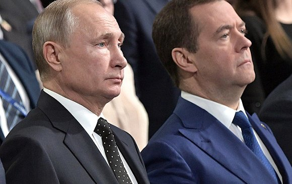 Путин өөрийн болон Дмитрий Медведевийн цалинг нэмэв