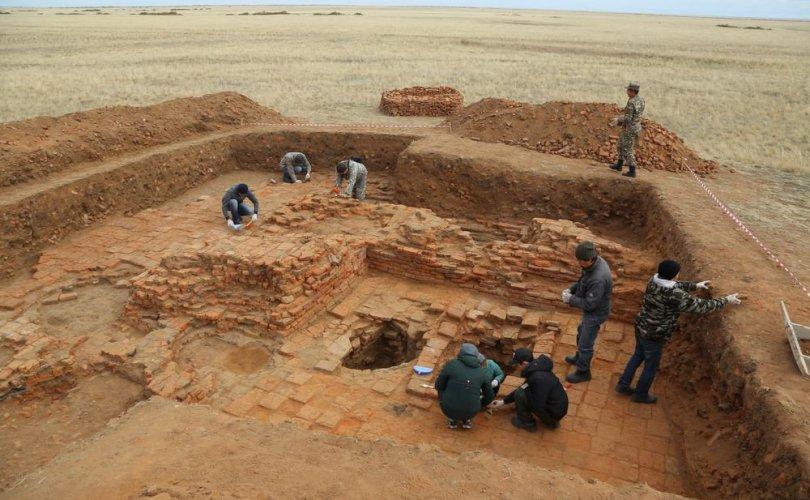 Археологичид Алтан ордон улсын 7 сүм, хийд илрүүлжээ