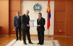 Монголч эрдэмтэн Удо Б.Баркманныг Төрийн дээд шагнал Алтан гадас одонгоор шагнав