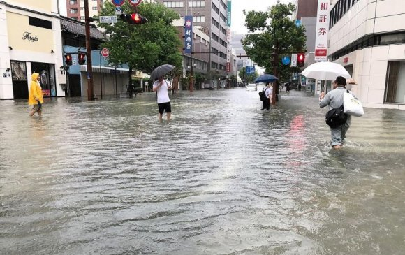 Японд аадар борооны улмаас 10 хүн амь үрэгджээ
