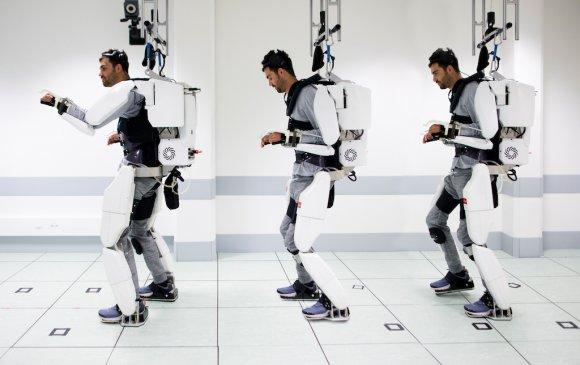 Хөдлөх чадвараа алдсан залууд тархиар удирддаг робот хувцсыг туршлаа