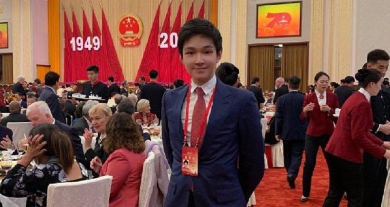24 настай Хятад хүү эцэг эхээсээ 3.8 тэрбум доллар бэлгэнд авчээ