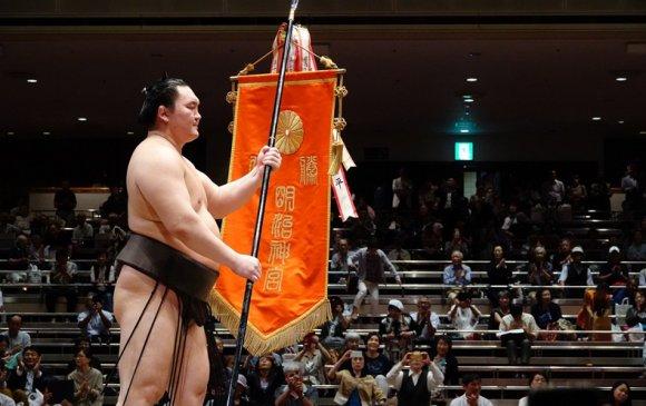 Хакухо М.Даваажаргал 12 жилийн дараа Бүх Японы аваргад түрүүлэв
