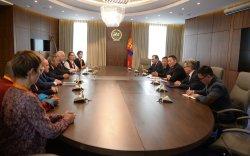 Ерөнхийлөгч Монголч эрдэмтдийн төлөөллийг хүлээн авч уулзлаа