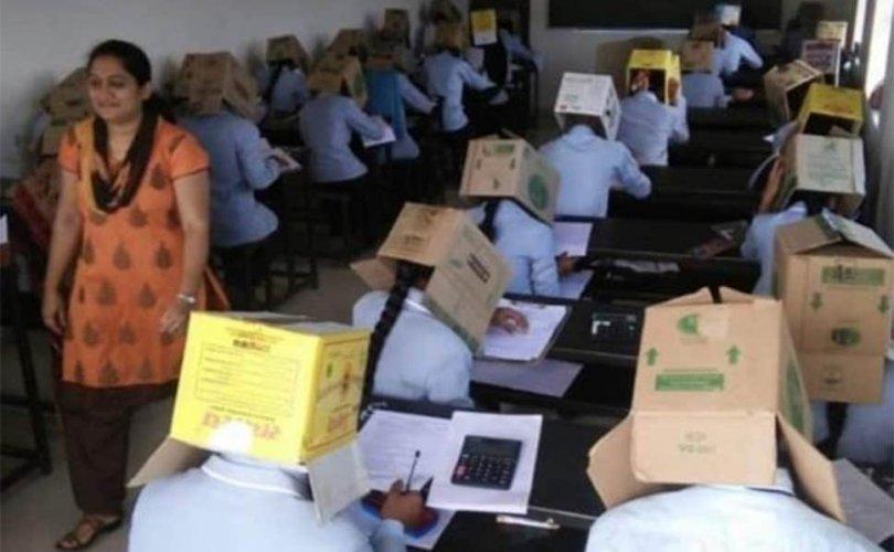 Хуулахаас сэргийлж оюутнуудын толгойд цаасан хайрцаг өмсгөж шалгалт авчээ