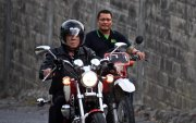 Филиппиний Ерөнхийлөгч мотоциклиэсээ унаж бэртжээ
