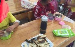 Сурагчдын үдийн цайнд түлэгдсэн талх өгч байжээ