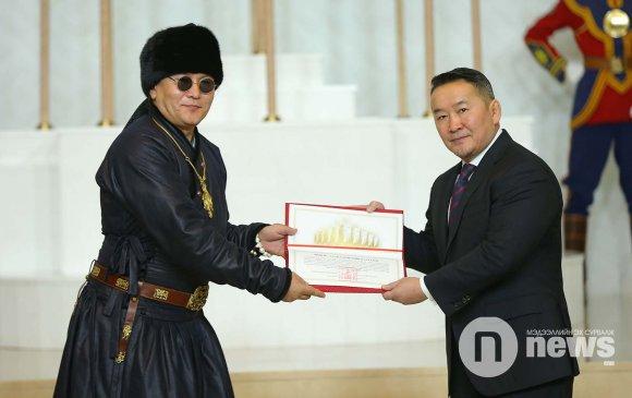 """""""The Hu"""" хамтлагт """"Чингис хаан"""" одонг гардууллаа"""