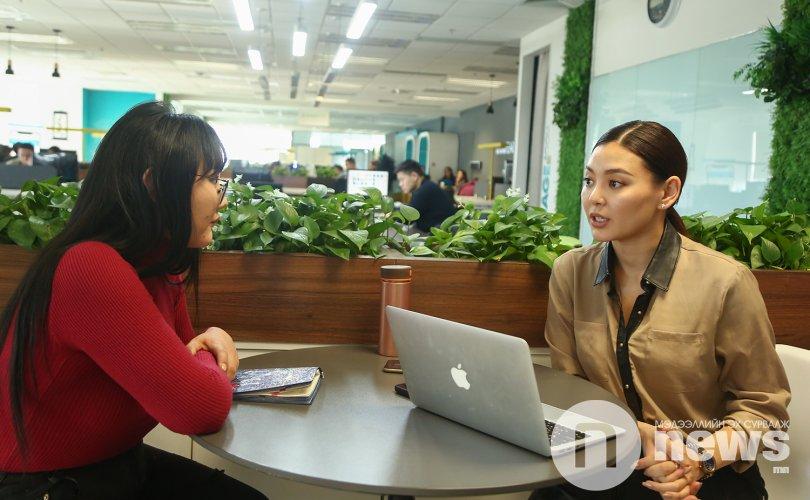 """""""Монголд амьдрахын тулд урлаг, бизнесийг хослуулахаас аргагүй болж байна"""""""