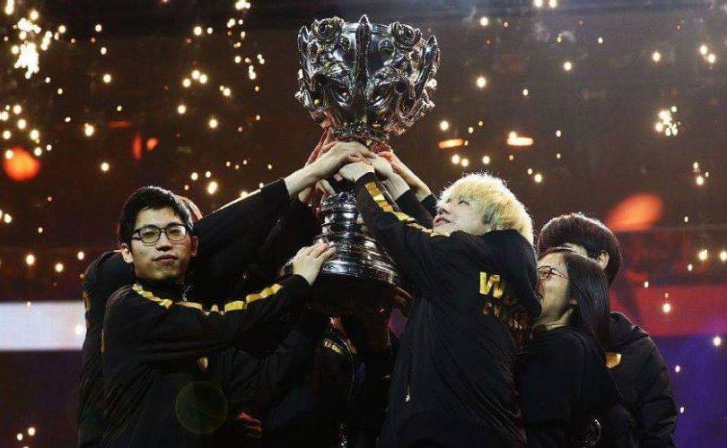 E-спорт: Хятадын баг тэргүүлж 2,5 сая долларын эзэн боллоо