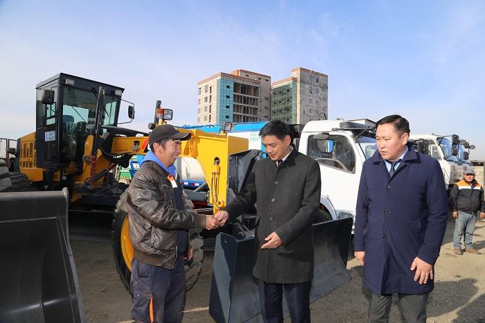 Хан-Уул дүүрэг хог тээвэрлэлтийн таван автомашин, хоёр ковш, грейдерээр парк шинэчлэл хийлээ