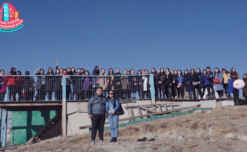 Оюутнууд хотын бүтээн байгуулалттай танилцах аялал хийлээ