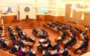 Монгол Улсын Үндсэн хуулийн нэмэлт, өөрчлөлтийг дагаж мөрдөхөд шилжих журмын тухай хуулийн төслийг эцсийн хэлэлцүүлэгт шилжүүллээ