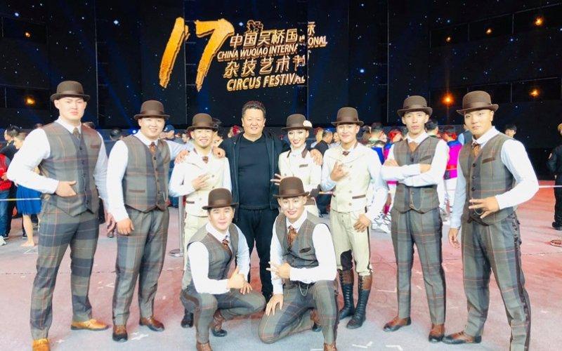 Монголын циркчид мөнгөн цом хүртжээ