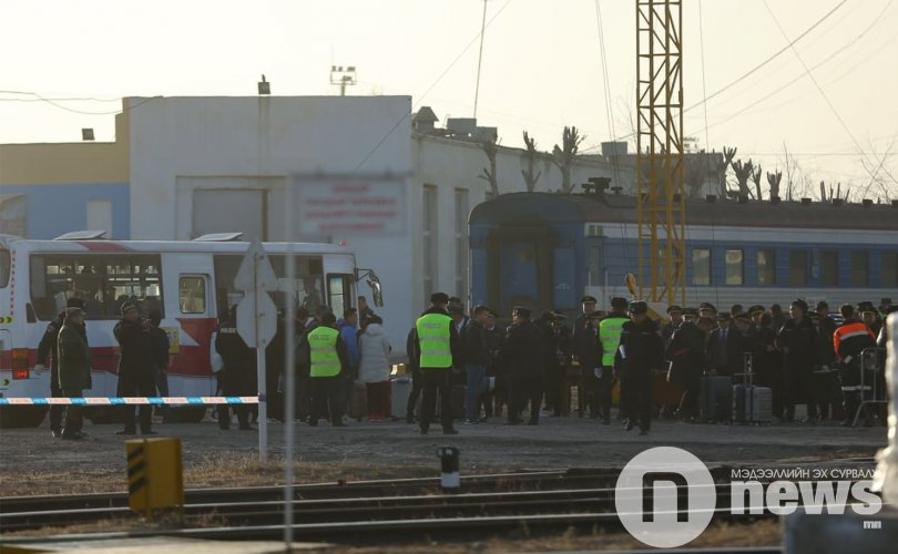 ФОТО: БНХАУ-ын 800 иргэнийг албадан гаргаж байна