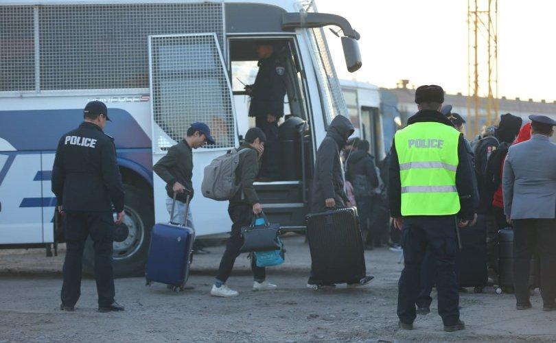 Албадан гаргасан хятадууд гурван жил Монгол руу нэвтрэх эрхгүй