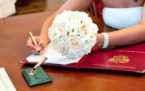 Хосуудын гэрлэлтээ батлуулах дуртай газар нь Москва-Сити болжээ