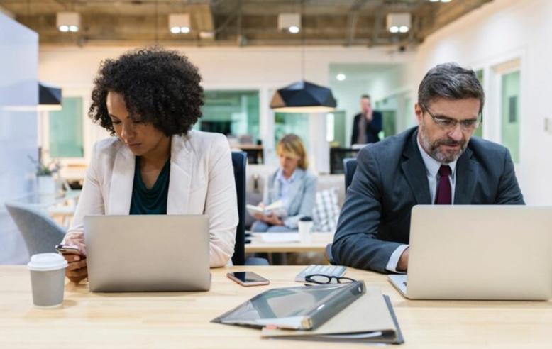 """Оффисийн ажилтнууд долоо хоногт 55 удаа хараал """"шивнэдэг"""""""