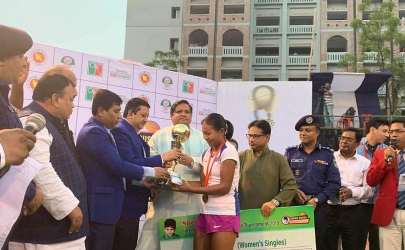 Теннис: Монгол охин 6000 ам.доллараар шагнуулав
