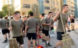 Хятадын цэргүүд Хонгконгийн гудамжийг цэвэрлэжээ