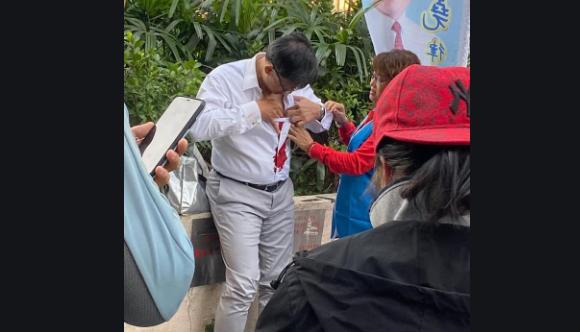 Хонгконгийн тэмцэгч Хятадын талыг баримтлагч улстөрчийг хутгалжээ