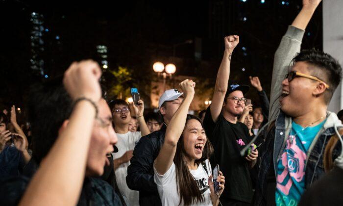 Хонгконгийн сонгууль: Ардчилсан хүчнийхний түүхэн ялалт