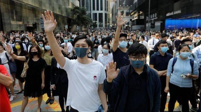 Хонгконгийн эдийн засаг унаж байна