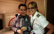 Монгол эмэгтэй онгоцонд хүний амь аварчээ