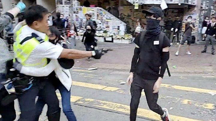 Хонгконгийн цагдаа жагсагч руу гал нээжээ