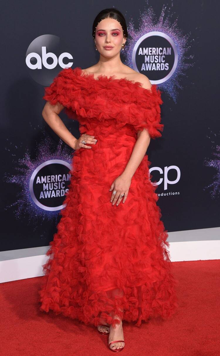 rs_634x1024-191124161930-634-Katherine-Langford-2019-American-Music-Awards-Red-Carpet-Fashion