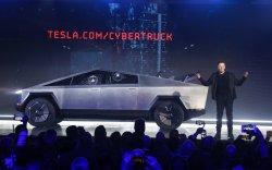 """""""Tesla"""" анхны цахилгаан хөдөлгүүртэй пикап машинаа танилцууллаа"""
