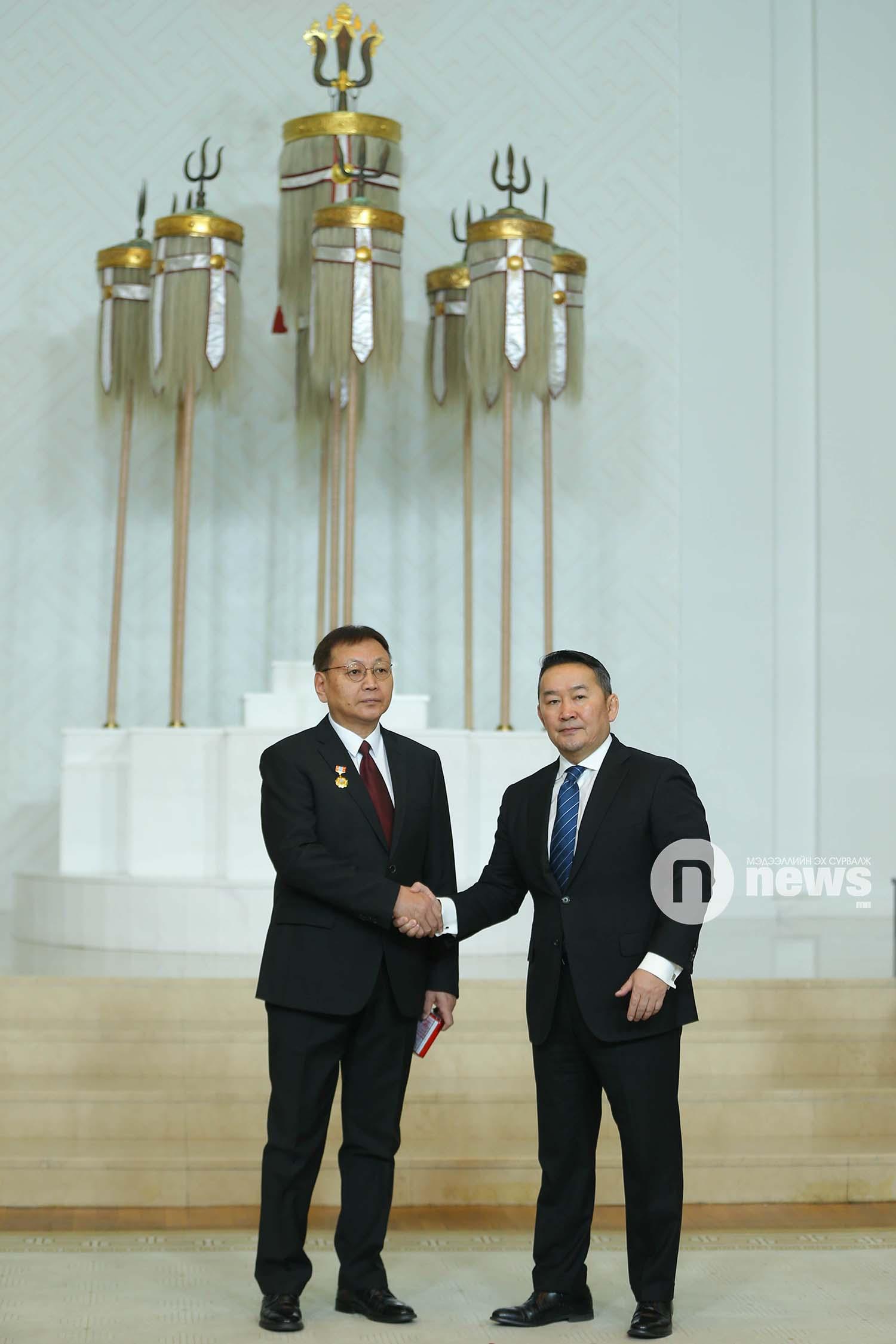 Монгол Улсын Ерөнхийлөгчийн зарлигаар Төрийн дээд одон, медаль гардуулах ёслол (1)