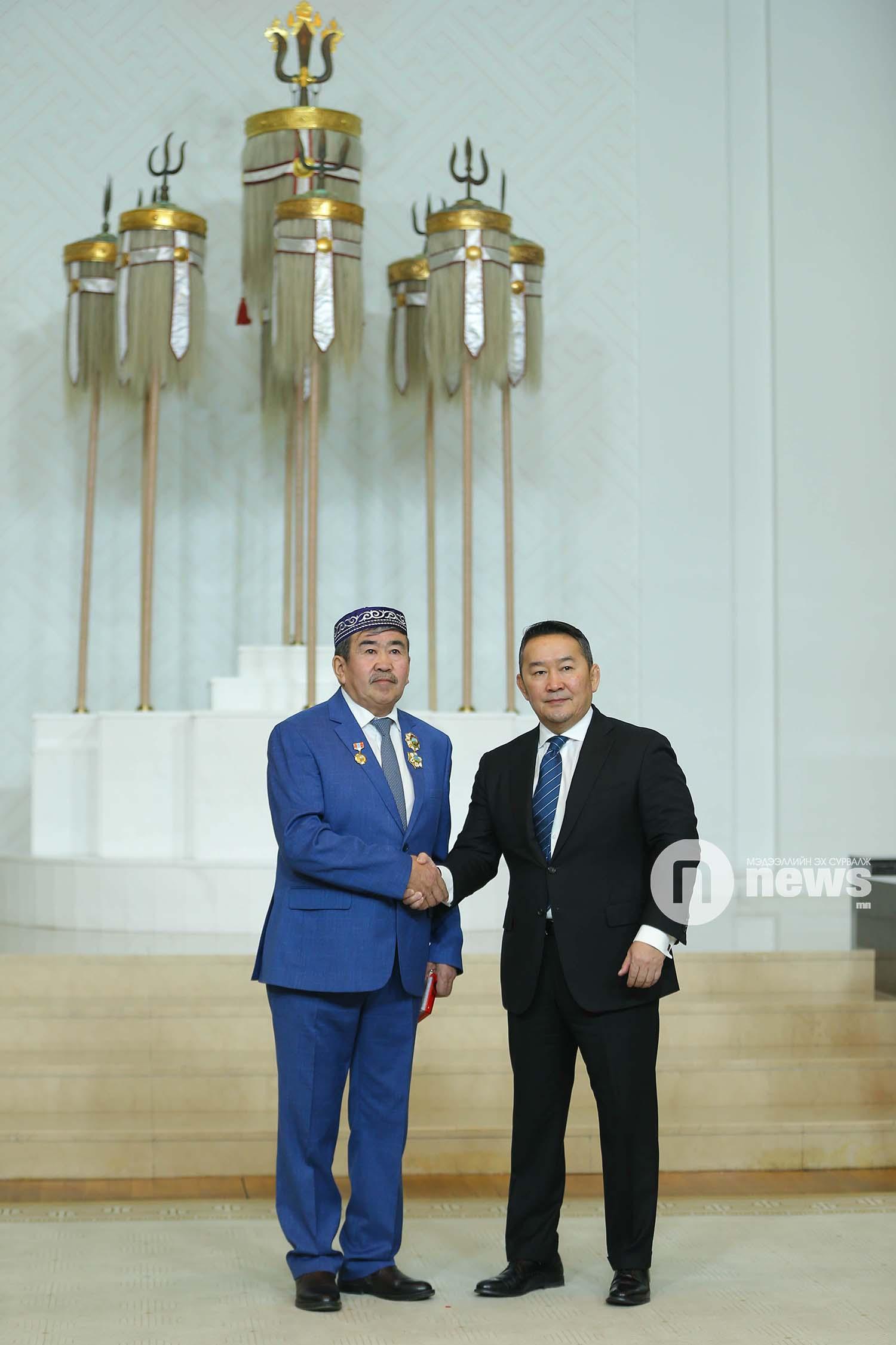 Монгол Улсын Ерөнхийлөгчийн зарлигаар Төрийн дээд одон, медаль гардуулах ёслол (17)