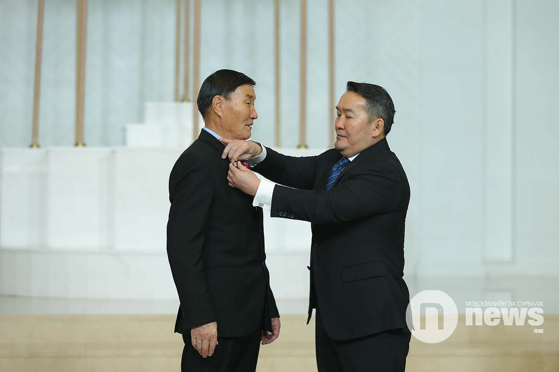 Монгол Улсын Ерөнхийлөгчийн зарлигаар Төрийн дээд одон, медаль гардуулах ёслол (18)