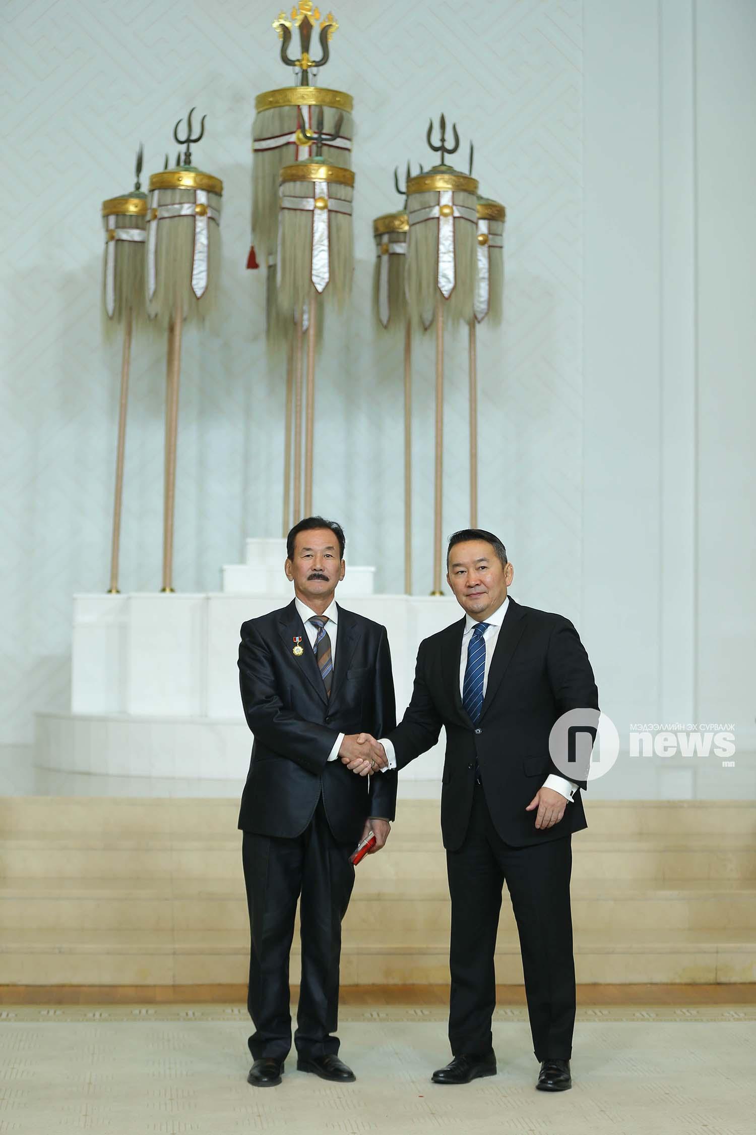 Монгол Улсын Ерөнхийлөгчийн зарлигаар Төрийн дээд одон, медаль гардуулах ёслол (3)