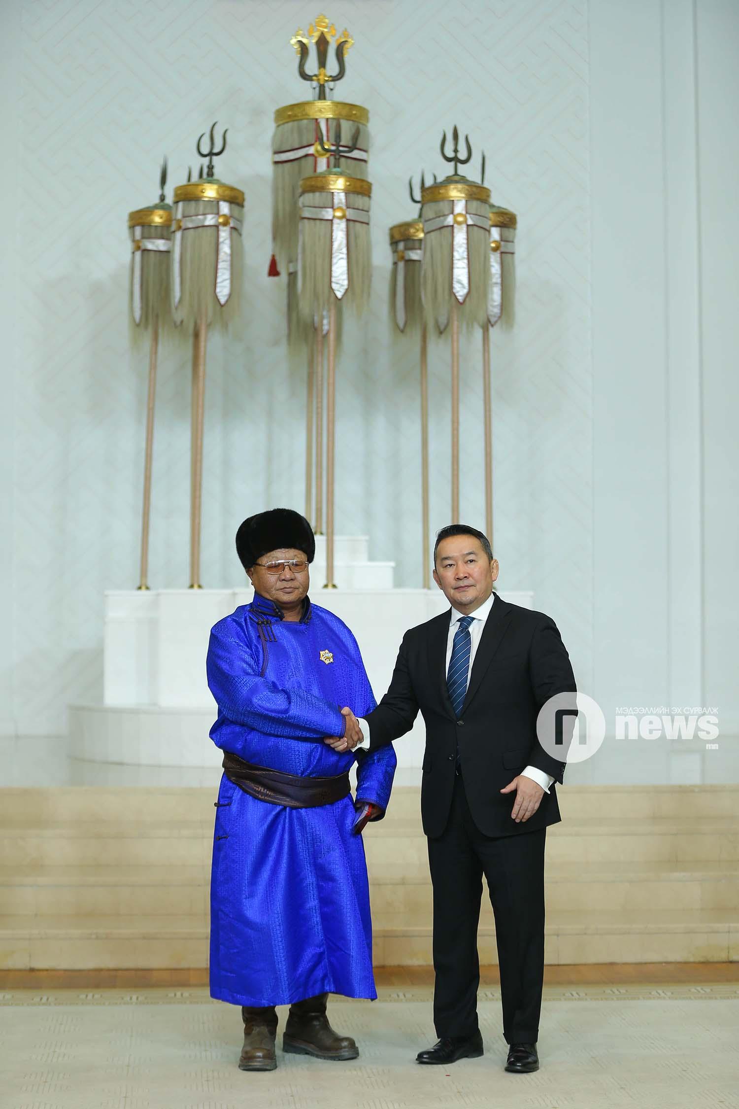 Монгол Улсын Ерөнхийлөгчийн зарлигаар Төрийн дээд одон, медаль гардуулах ёслол (34)