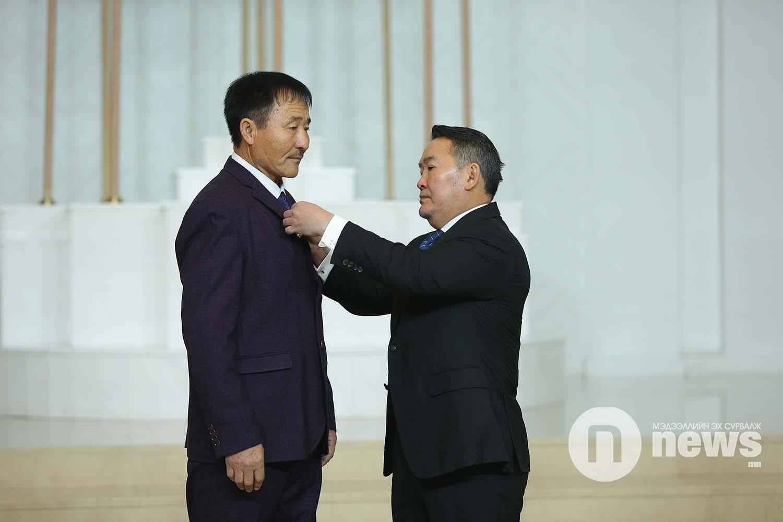 Монгол Улсын Ерөнхийлөгчийн зарлигаар Төрийн дээд одон, медаль гардуулах ёслол (44)