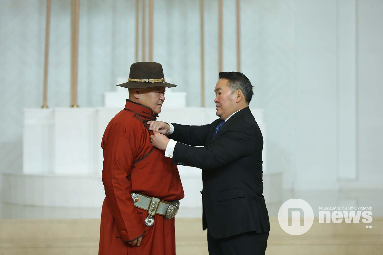 Монгол Улсын Ерөнхийлөгчийн зарлигаар Төрийн дээд одон, медаль гардуулах ёслол (46)