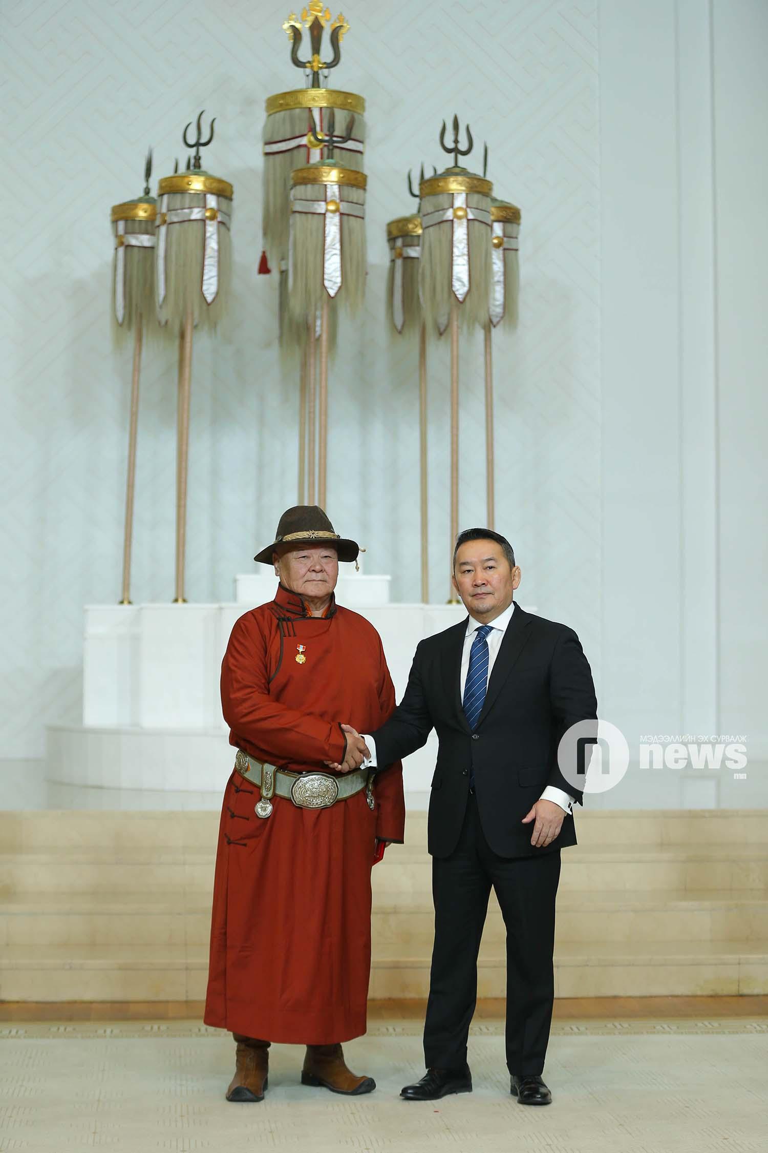 Монгол Улсын Ерөнхийлөгчийн зарлигаар Төрийн дээд одон, медаль гардуулах ёслол (47)