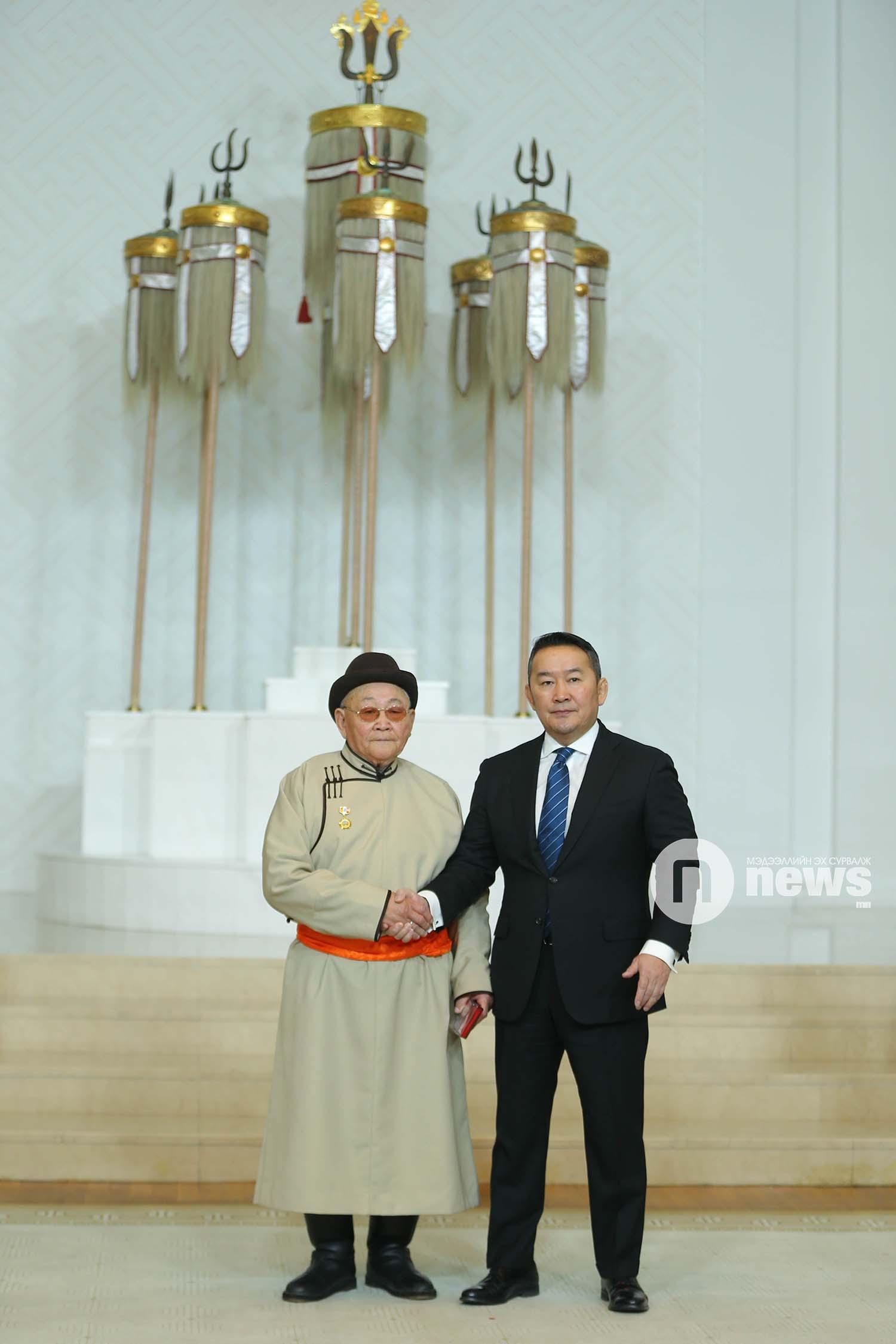 Монгол Улсын Ерөнхийлөгчийн зарлигаар Төрийн дээд одон, медаль гардуулах ёслол (49)