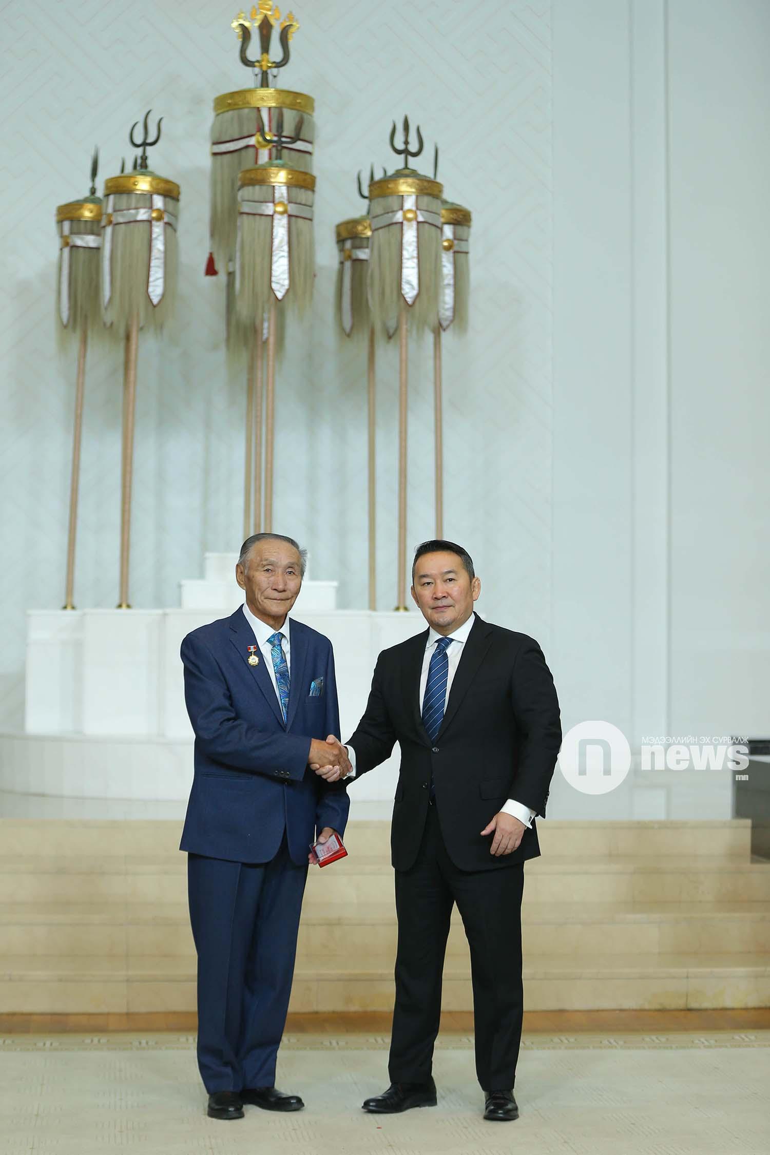 Монгол Улсын Ерөнхийлөгчийн зарлигаар Төрийн дээд одон, медаль гардуулах ёслол (51)
