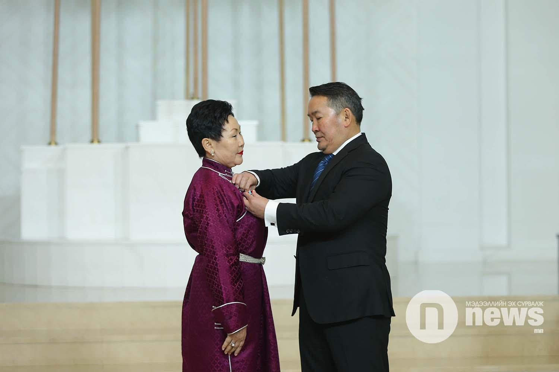 Монгол Улсын Ерөнхийлөгчийн зарлигаар Төрийн дээд одон, медаль гардуулах ёслол (54)