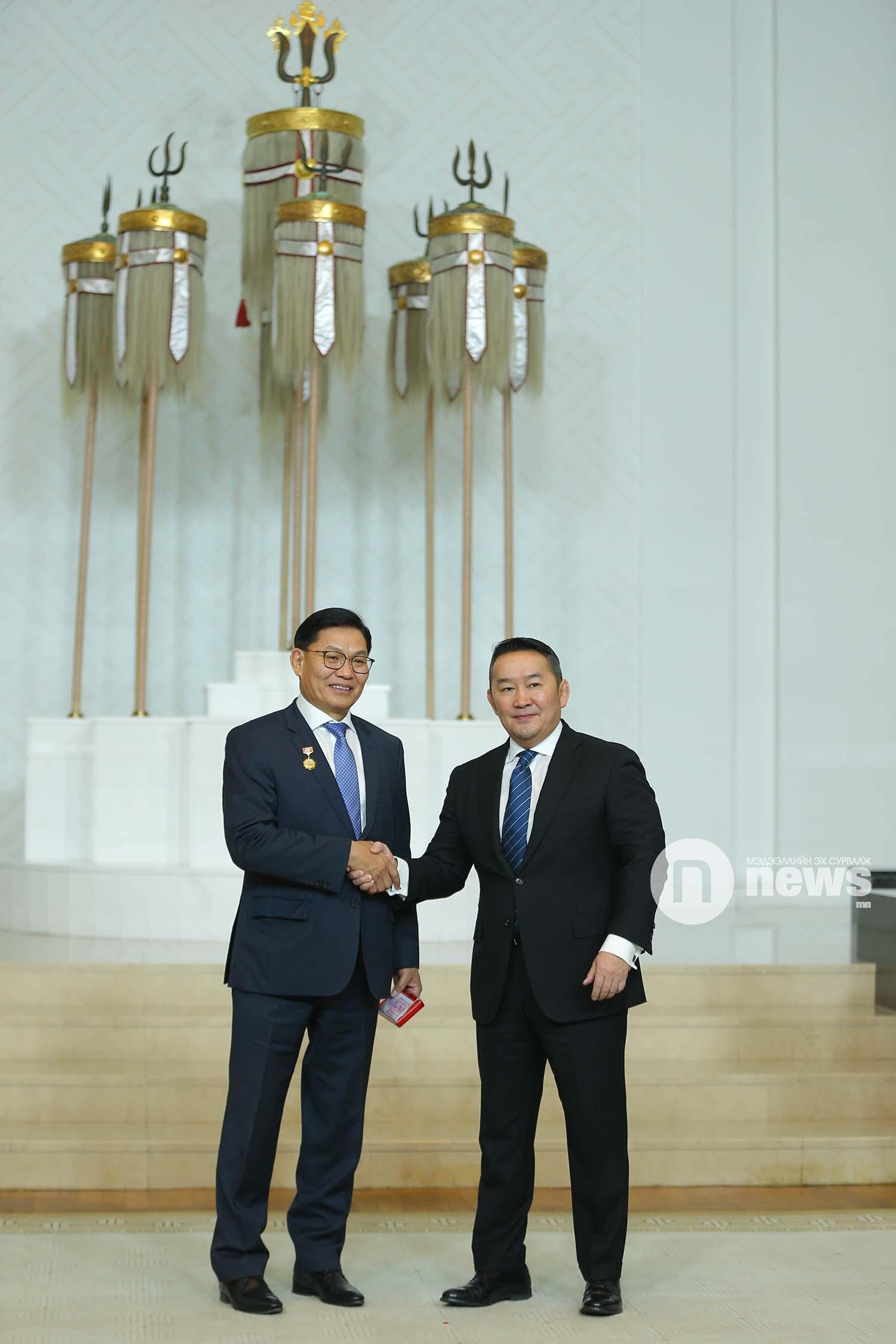 Монгол Улсын Ерөнхийлөгчийн зарлигаар Төрийн дээд одон, медаль гардуулах ёслол (59)