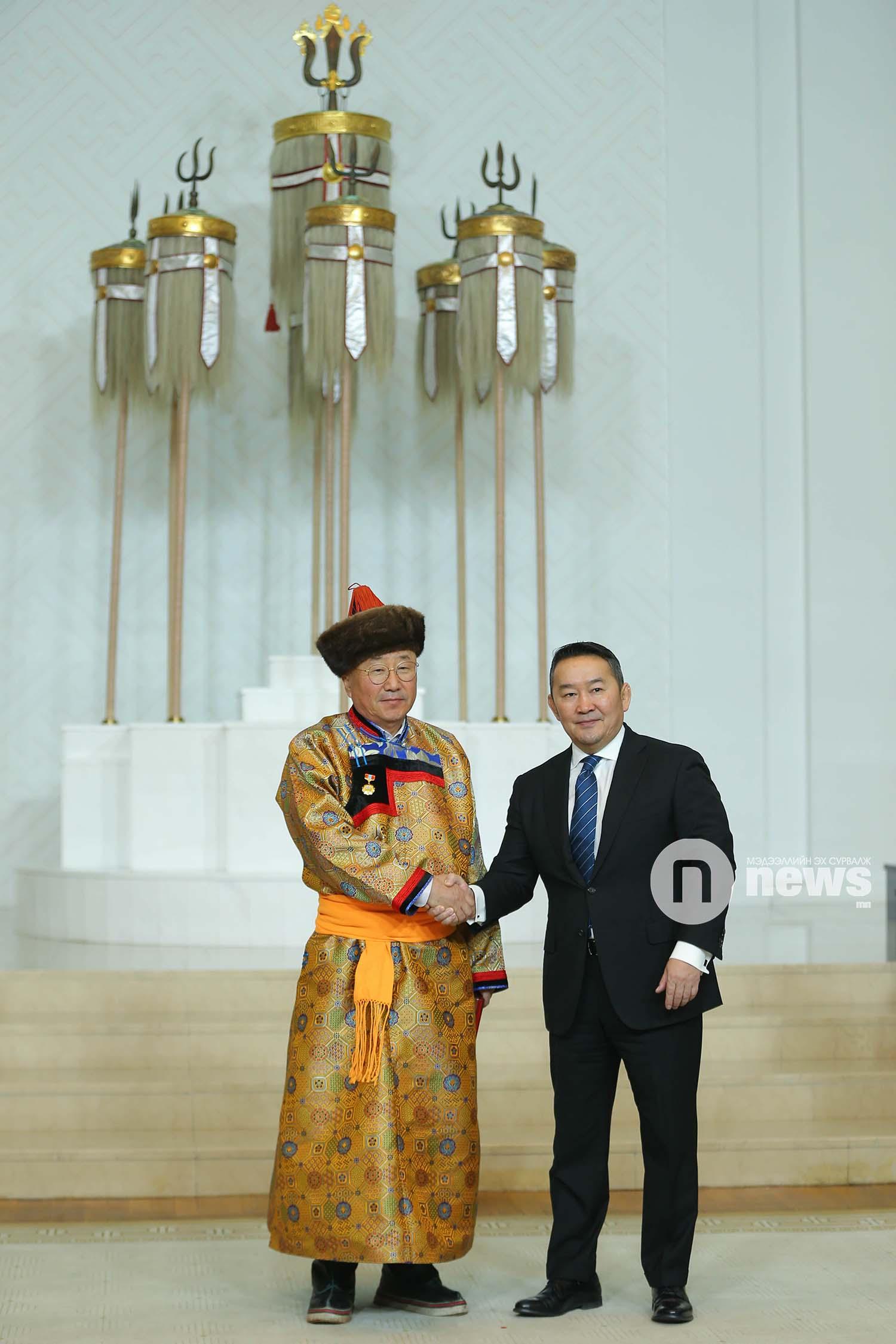 Монгол Улсын Ерөнхийлөгчийн зарлигаар Төрийн дээд одон, медаль гардуулах ёслол (9)